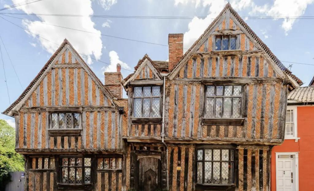 Best Harry Potter Airbnbs - De Vere House